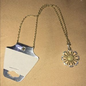 Jewelry - New!!! Never used! Pretty sparkly flower necklace!